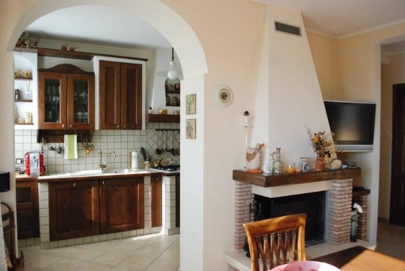 Appartamento in Vendita a Citta' Della Pieve Centro: 5 locali, 70 mq