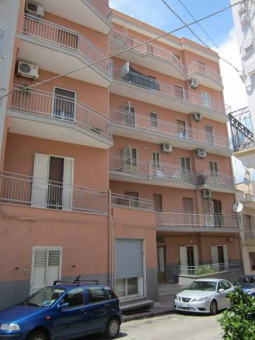Appartamento in buone condizioni in vendita Rif. 4186185