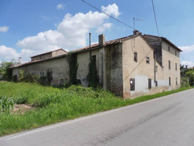 Rustico / Casale in vendita a Rossano Veneto, 6 locali, Trattative riservate | CambioCasa.it
