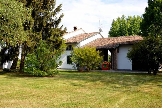 Rustico / Casale in buone condizioni in vendita Rif. 4234989