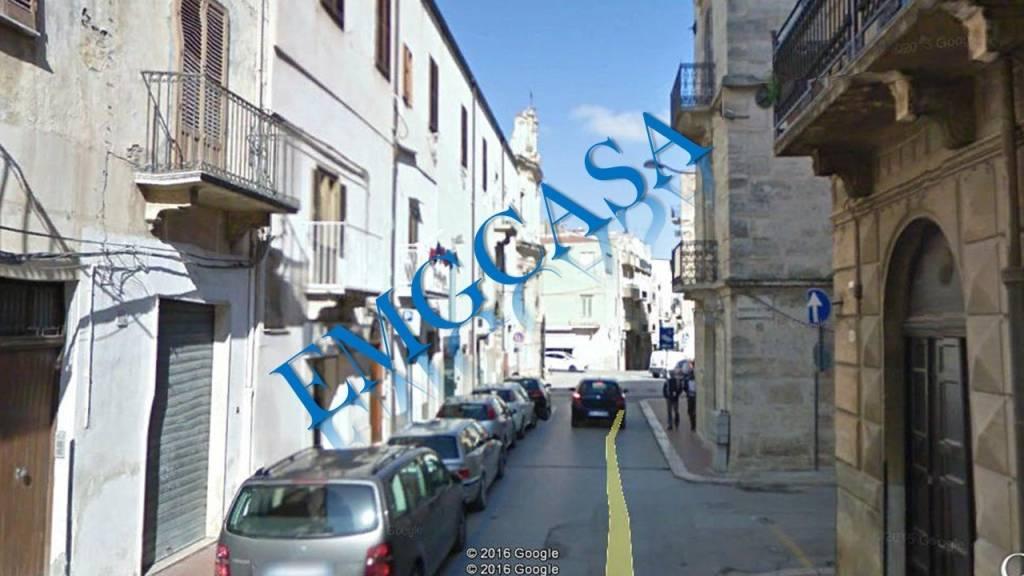 Appartamento in buone condizioni in vendita Rif. 9319172