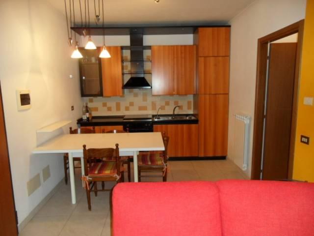Appartamento in buone condizioni arredato in affitto Rif. 6550009