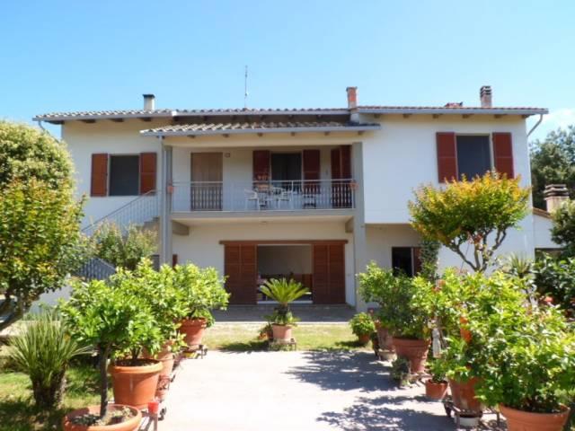 Villa-Villetta Villa in Vendita a Cortona