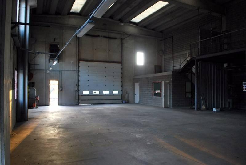 Capannone in vendita a Alba, 2 locali, prezzo € 230.000 | CambioCasa.it