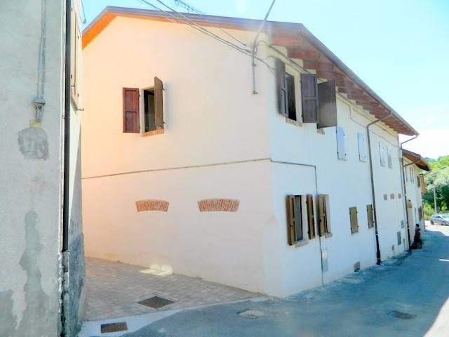 Appartamento in ottime condizioni arredato in affitto Rif. 6403950