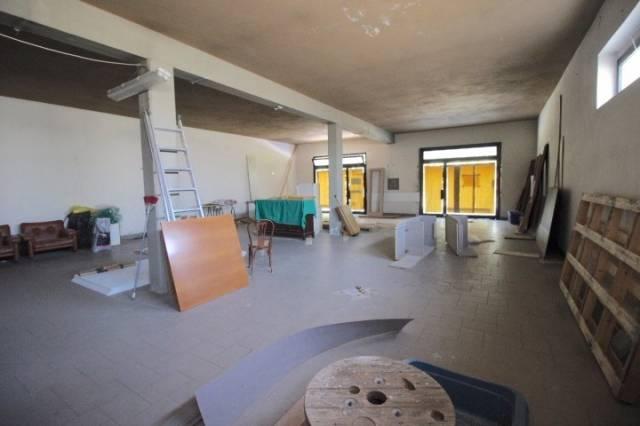NEGOZIO CON AFFACCIO SU STRADA DI ALTA VISIBILITA' Rif. 4257966