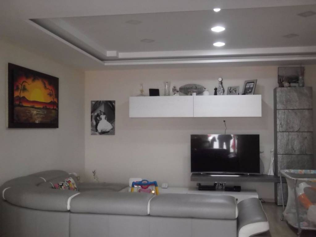 Appartamento in ottime condizioni in affitto Rif. 7964165