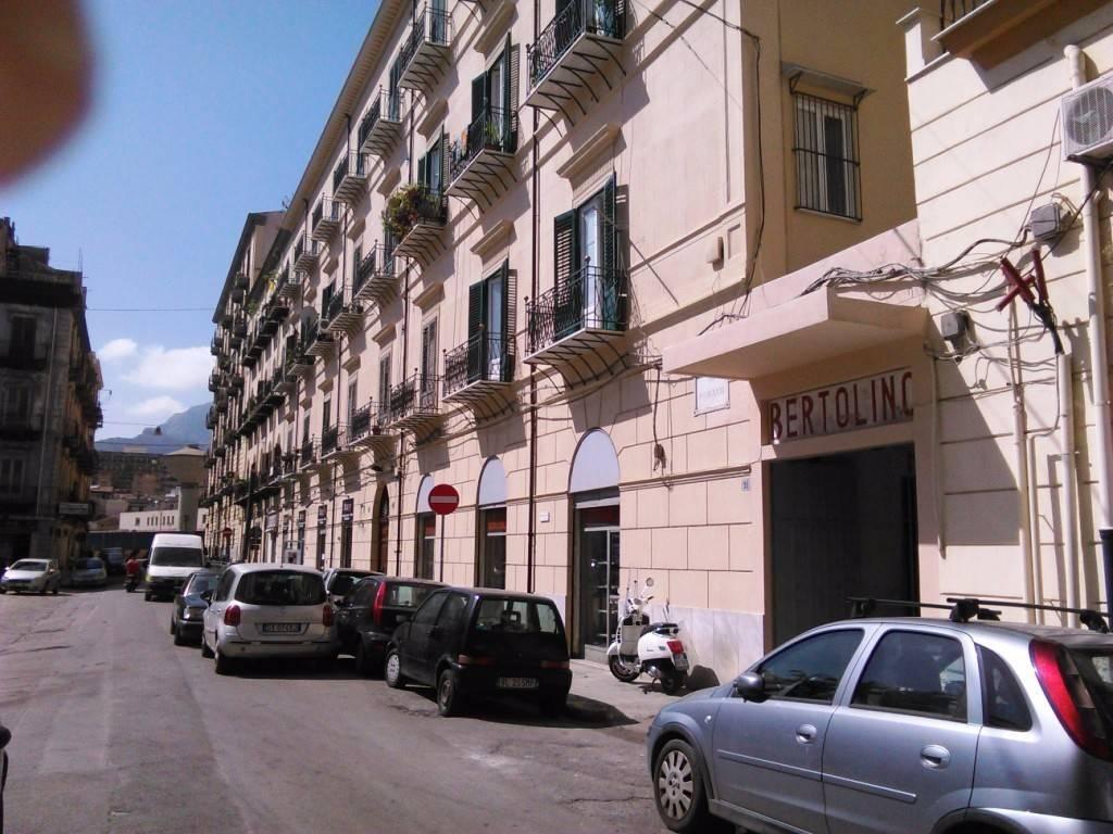 Negozio-locale in Vendita a Palermo Centro: 5 locali, 475 mq