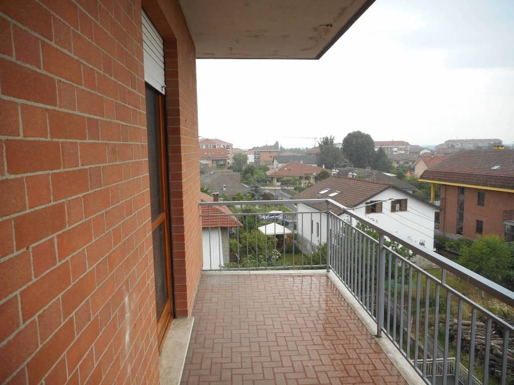 Appartamento in buone condizioni in affitto Rif. 8186222
