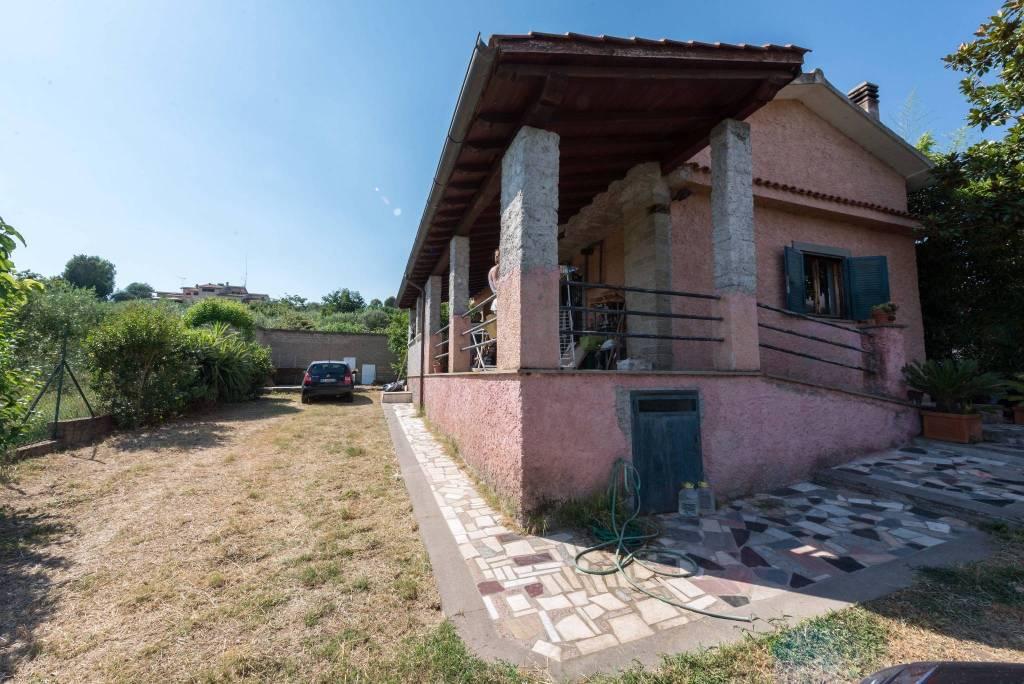 Villa in vendita a Sacrofano, 5 locali, prezzo € 199.000 | CambioCasa.it