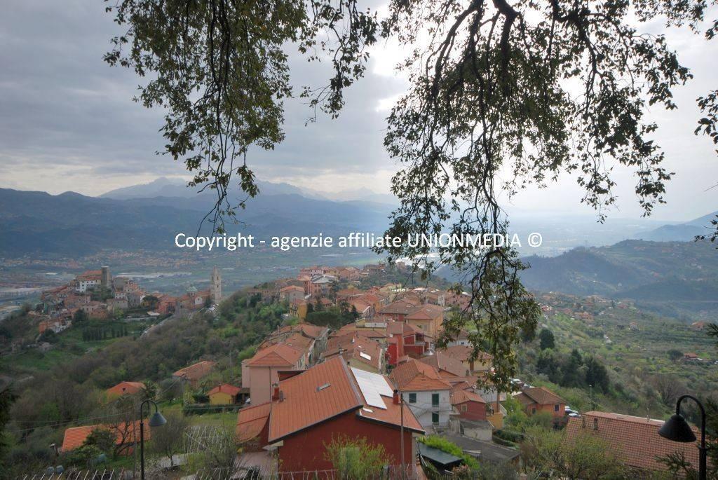 Vezzano Ligure nel borgo, appartamento 4 vani