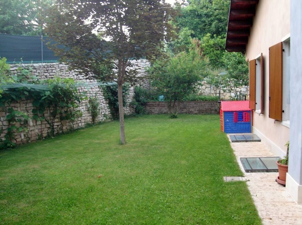 Villa a Schiera in vendita a Negrar, 6 locali, prezzo € 420.000   CambioCasa.it