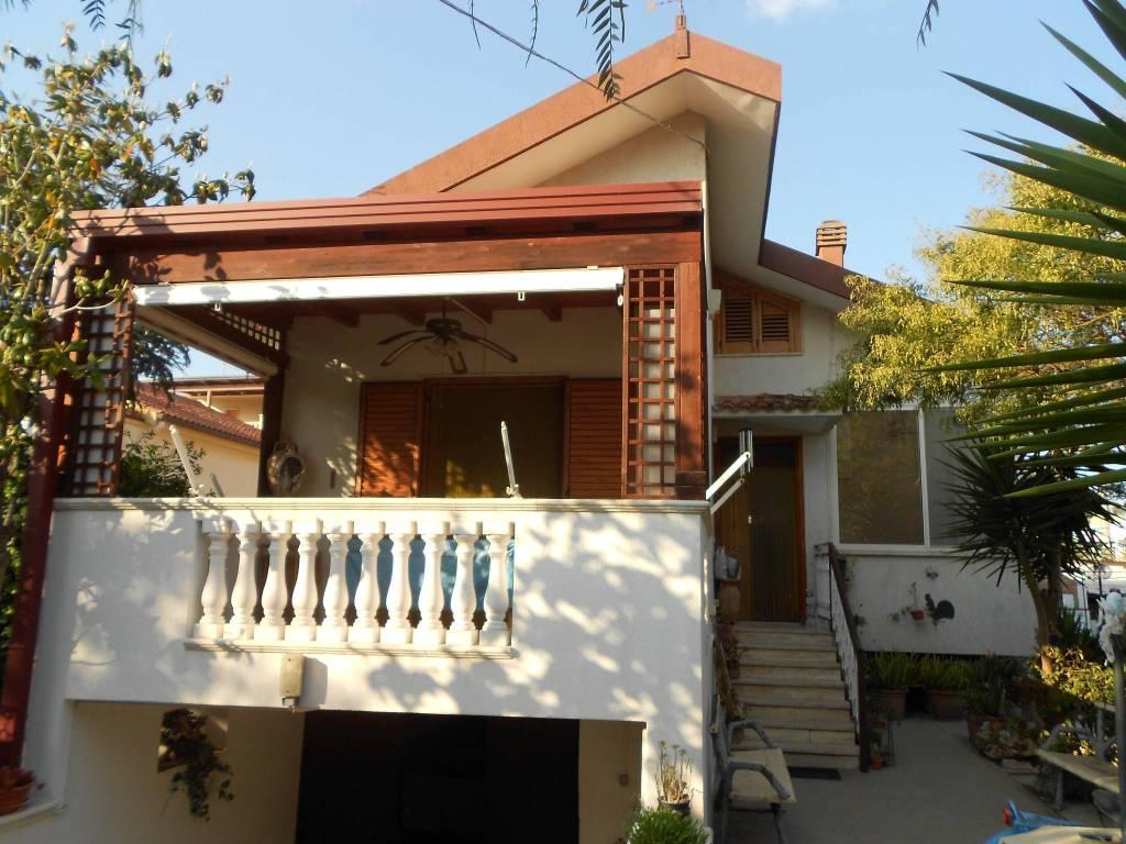 Villa in Vendita a Ginosa Semicentro: 5 locali, 250 mq