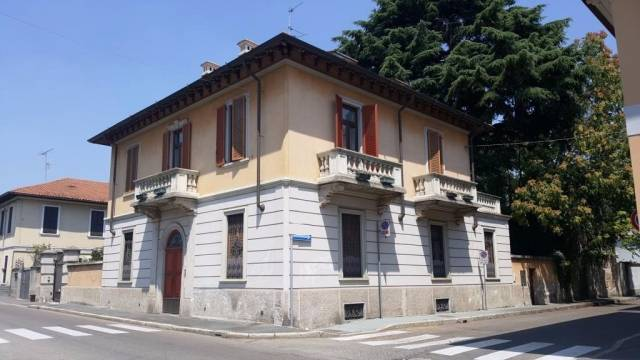 Villa in vendita a Legnano, 6 locali, prezzo € 500.000 | CambioCasa.it