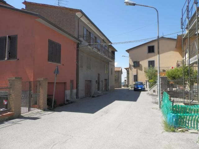 Appartamento in buone condizioni parzialmente arredato in vendita Rif. 4254215