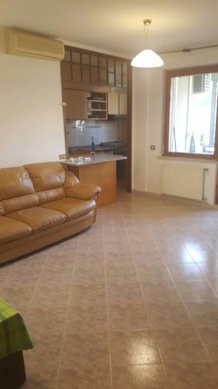 Appartamento in buone condizioni arredato in affitto Rif. 8547097