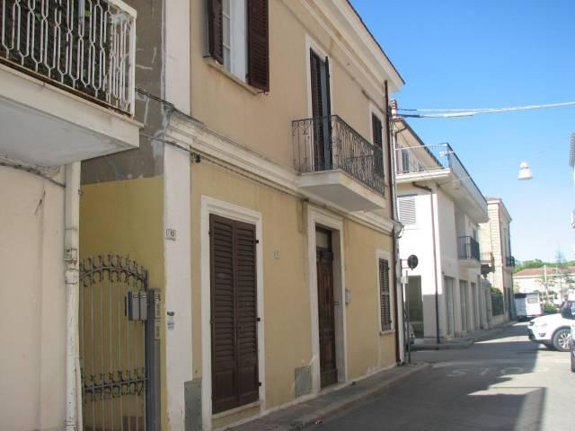 Casa indipendente 5 locali in vendita a Roseto degli Abruzzi (TE)