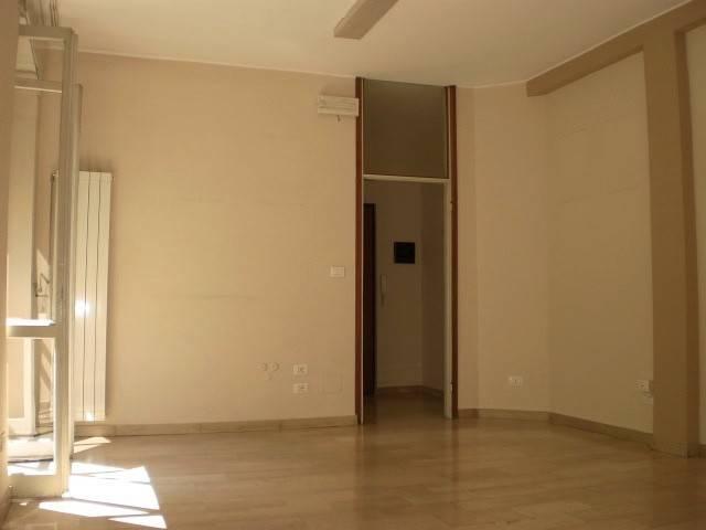 Ufficio / Studio in affitto a Pavia, 2 locali, prezzo € 530   CambioCasa.it