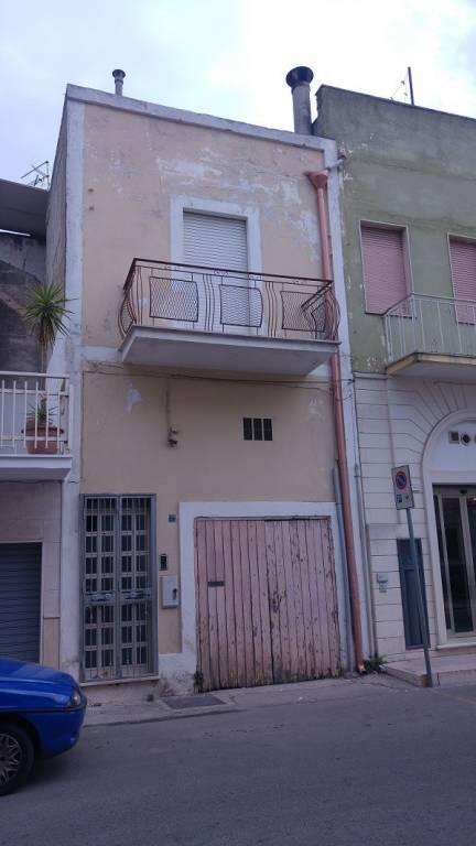 Appartamento in buone condizioni arredato in vendita Rif. 8522103