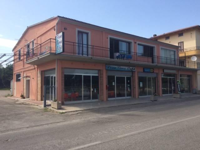 Negozio-locale in Vendita a Magione: 2 locali, 75 mq