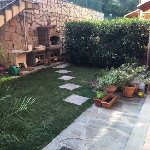 Villa a Schiera in vendita a Follo, 4 locali, prezzo € 210.000 | CambioCasa.it