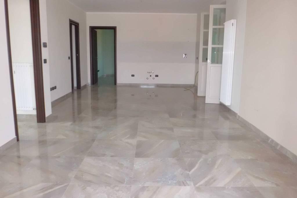 Appartamento in vendita a Cherasco, 5 locali, prezzo € 300.000 | PortaleAgenzieImmobiliari.it