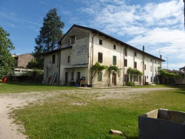 Rustico 6 locali in vendita a Pozzuolo del Friuli (UD)