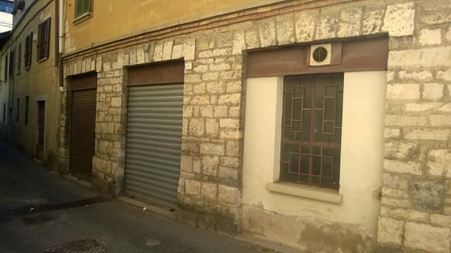 Negozio / Locale in affitto a Viggiù, 5 locali, prezzo € 500 | CambioCasa.it