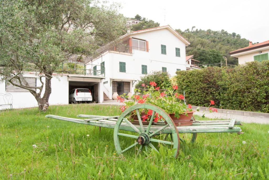 Villa in vendita a Camporosso, 10 locali, prezzo € 620.000 | CambioCasa.it