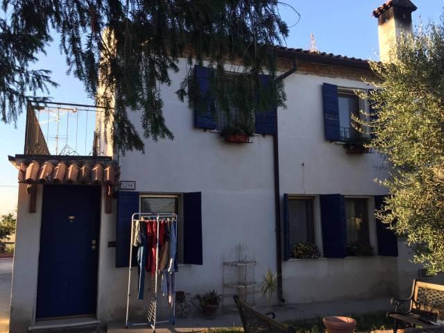 Villa in buone condizioni in vendita Rif. 4415097