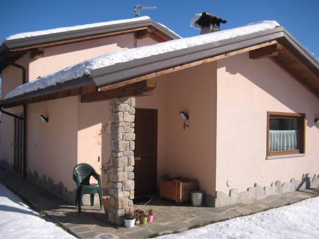 Villa in buone condizioni parzialmente arredato in vendita Rif. 4937920
