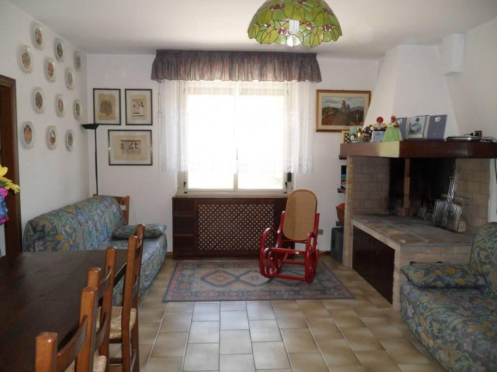 Appartamento in buone condizioni arredato in vendita Rif. 5118803