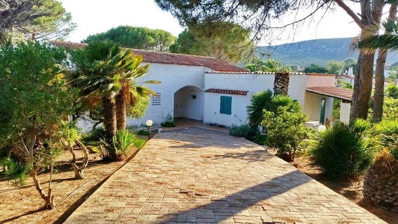 Villa in buone condizioni parzialmente arredato in vendita Rif. 5206658
