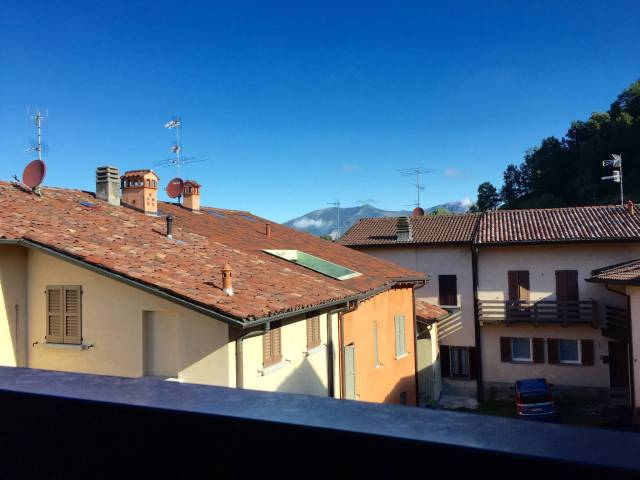 Bilocale Castello di Brianza Via Dante Alighieri 3