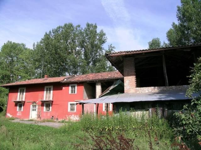 Rustico / Casale in vendita a Alba, 4 locali, prezzo € 250.000 | CambioCasa.it