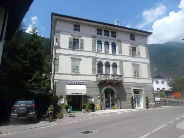 Appartamento in buone condizioni parzialmente arredato in vendita Rif. 5011740