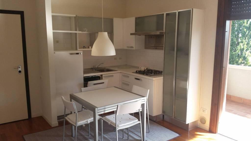 Appartamento in ottime condizioni arredato in affitto Rif. 8590522