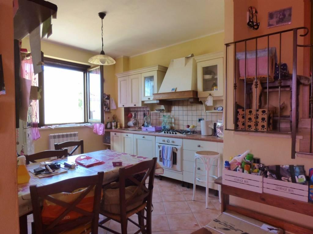 Appartamento in ottime condizioni in vendita Rif. 7566482