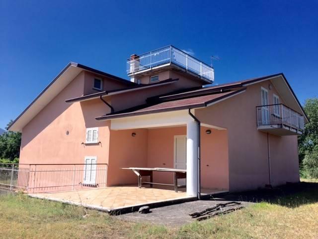 Villa in buone condizioni in vendita Rif. 8152476