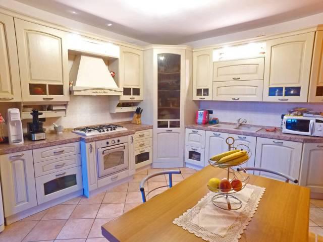 Appartamento in ottime condizioni in vendita Rif. 4199084