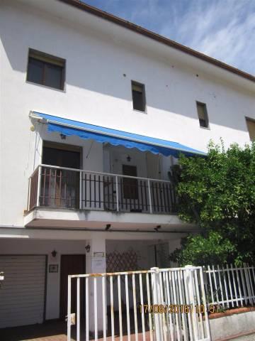 Villetta a schiera in buone condizioni in vendita Rif. 4842873