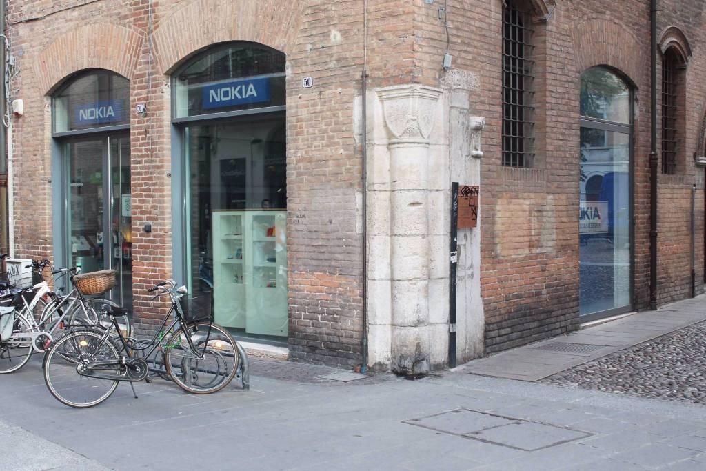 Negozio con tre vetrine in affitto in Via Garibaldi Rif. 8886155