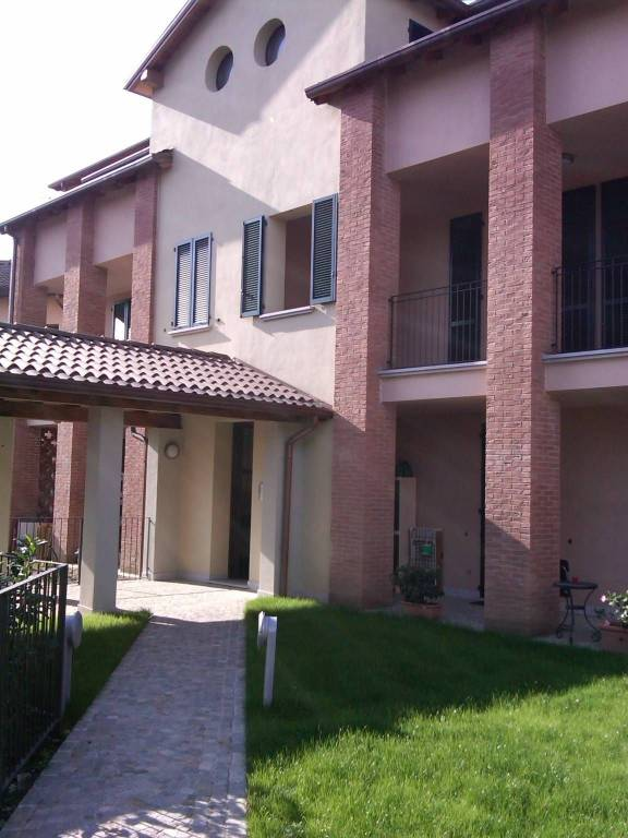 Appartamento in buone condizioni arredato in affitto Rif. 7643310