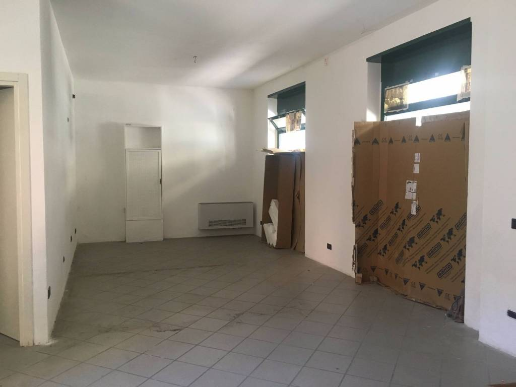 Negozio / Locale in vendita a Borgomanero, 1 locali, prezzo € 90.000 | PortaleAgenzieImmobiliari.it