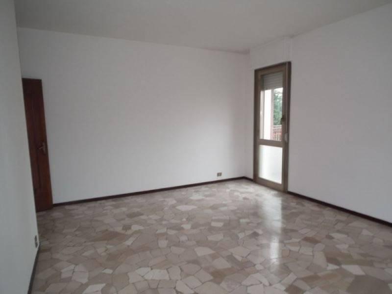 Appartamento in buone condizioni in affitto Rif. 8336604