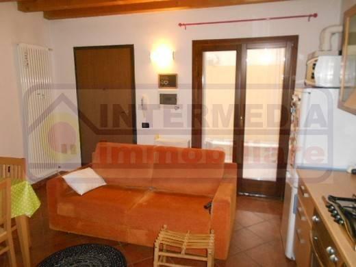 Appartamento in buone condizioni arredato in affitto Rif. 7654020