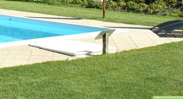 Esclusiva villa indipendente con piscina - CARESANABLOT (VC)