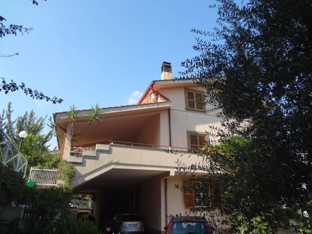 Appartamento in ottime condizioni arredato in affitto Rif. 9211365