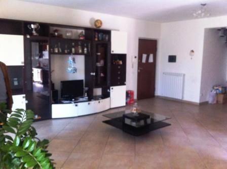 Appartamento in ottime condizioni arredato in affitto Rif. 8590457