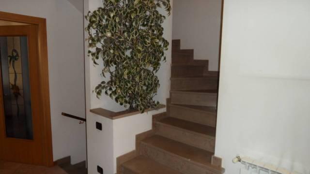 Villetta a schiera in ottime condizioni parzialmente arredato in vendita